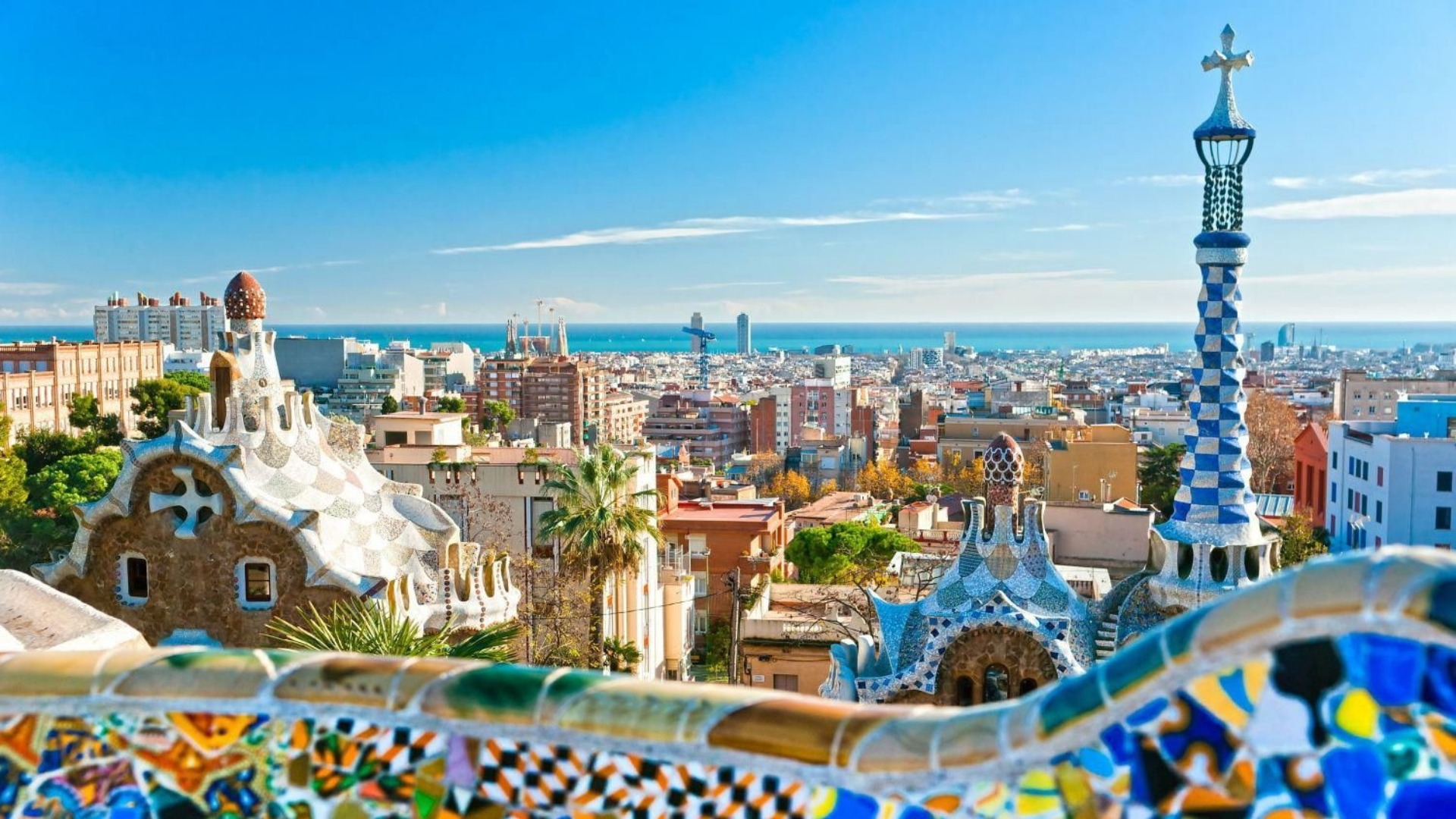 Barcelona in One Day: Sagrada Familia, Park Güell and Old Town Small Group Day Tour - In out Barcelona Tours
