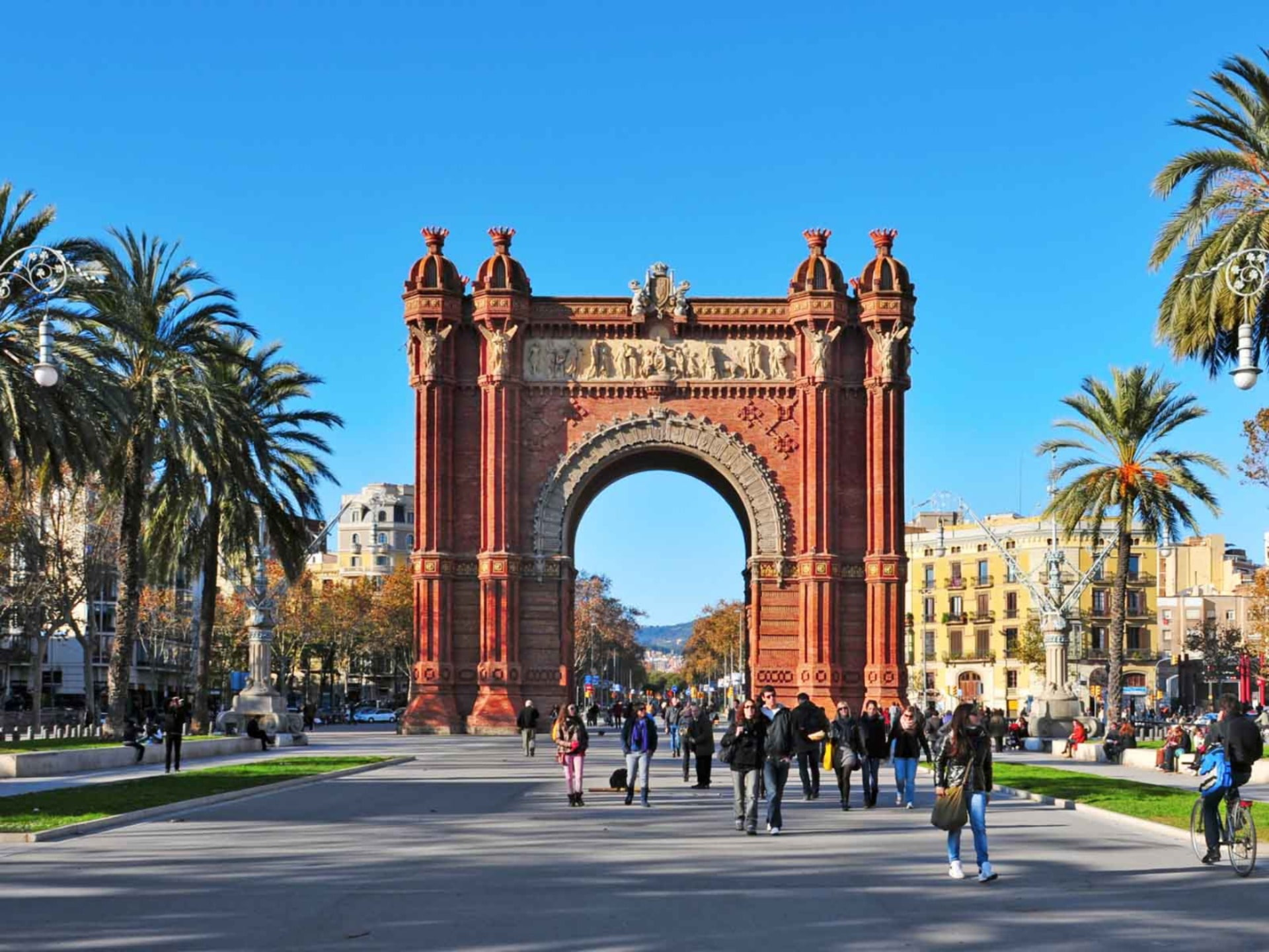 Barcelona Highlights Sightseeing and Gothic Quarter Small Group Half Day Tour - In out Barcelona Tours