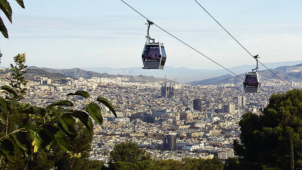 Barcelona Old Town with Montjuic Castle, Cable Car and Magic Fountain show Small Group Tour - In out Barcelona Tours