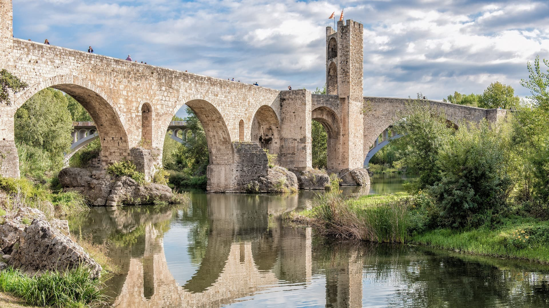 Besalú and three Medieval Towns Full Day Private Tour - In out Barcelona Tours