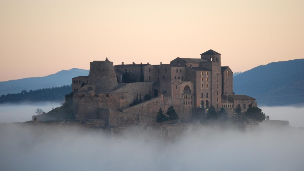 Salt Mountain Cultural Park and Medieval Cardona Castle Small Group Day Tour - In out Barcelona Tours