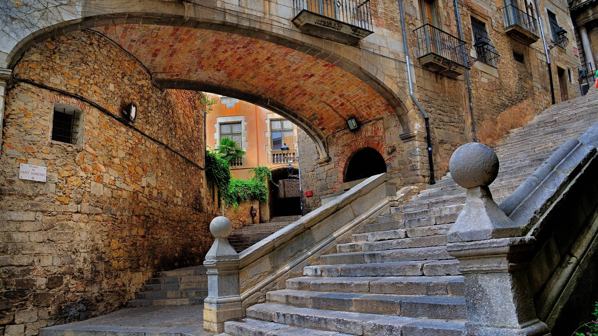 Medieval Girona and Game of Thrones Interactive Virtual Tour - In out Barcelona Tours
